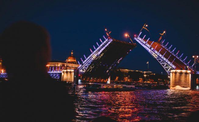 ночная экскурсия по неве под разводными мостами